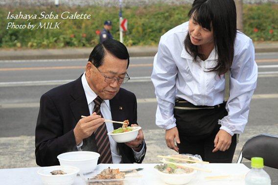 いさはや蕎麦ガレット_宮本市長2.jpg