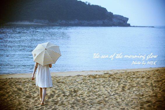 海と日傘の少女1.jpg