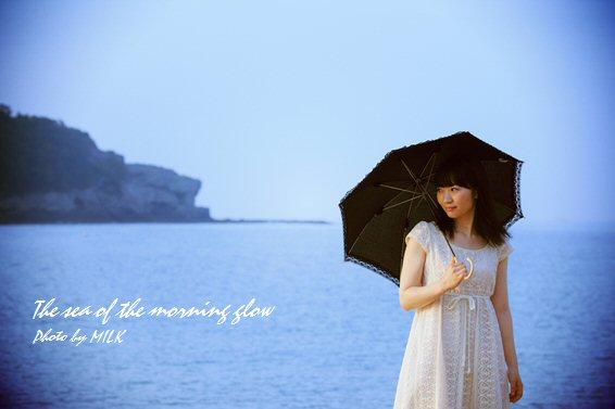 海と日傘の少女2.jpg